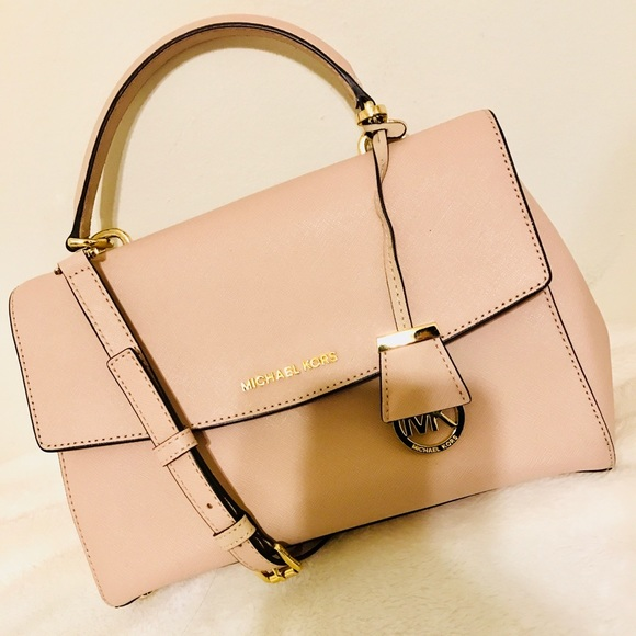 a6518e3e4582 MICHAEL KORS Ava Medium Saffiano Leather Satchel. M 5ad78419739d481fab8b1050